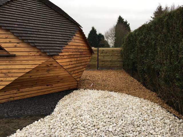 Jardin zen galets ardoises et paillage bois près de Lille