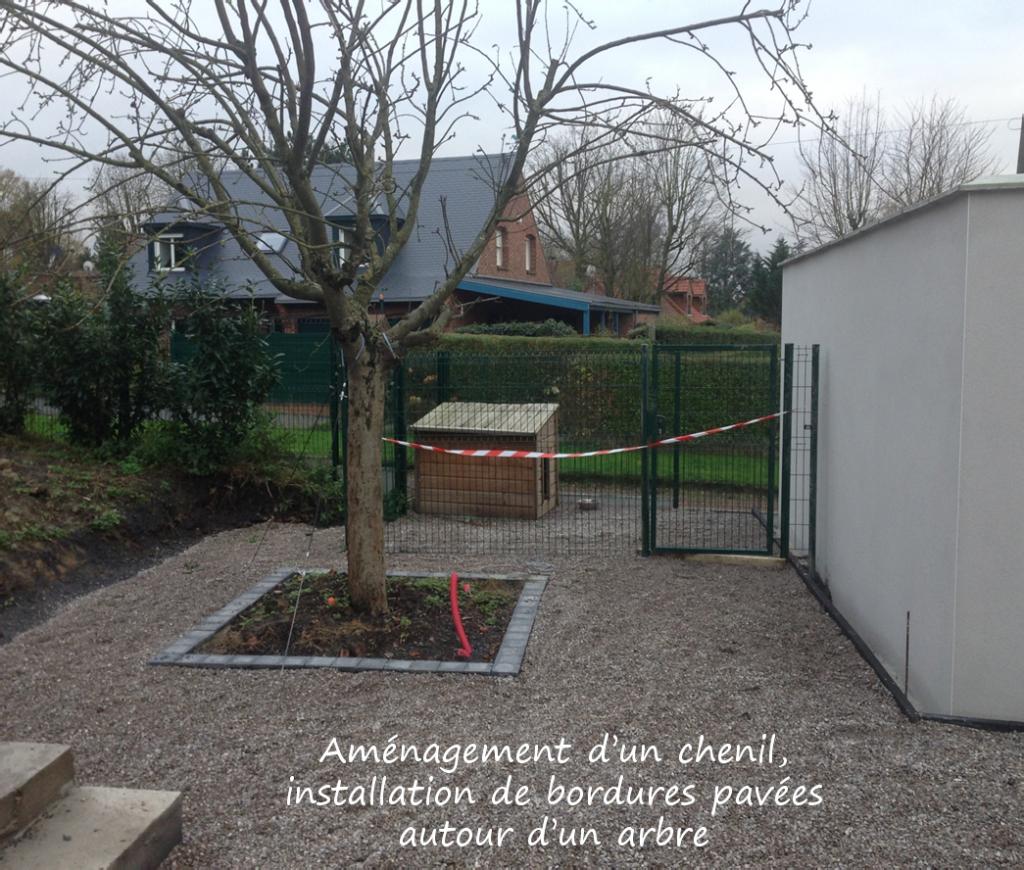 Aménagement d'un espace chenil et bordure pavée autour d'un arbre près de Mouvaux