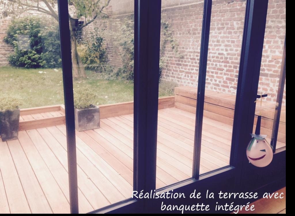 conception d'une terrasse avec banquette intégrée à La Madeleine